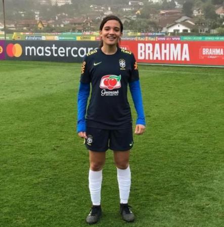 Jogadora da Seleção brasileira a piauiense Júlia Beatriz marca duas vezes contra a China
