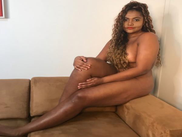 Gaby Amarantos posa nua aos 40 anos