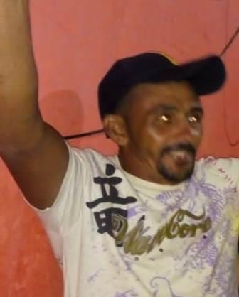 """Um homem identificado por """"Catanan"""", natural de Fronteiras – PI, foi baleado duas vezes na madrugada deste sábado, 11 de agosto, no centro de São Julião – PI."""