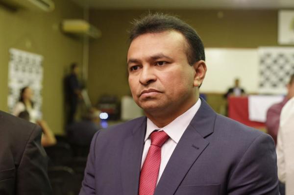Fábio Abreu vota a favor de projeto que agiliza a emissão de medidas