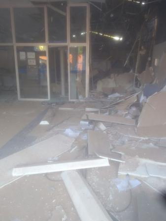 Bandidos fazem oito reféns e explodem agência da Caixa em Altos PI