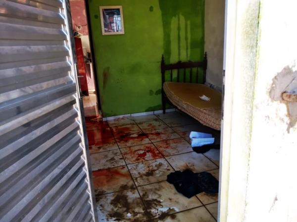Após invasão de casa, homem é morto a facadas no litoral do PI
