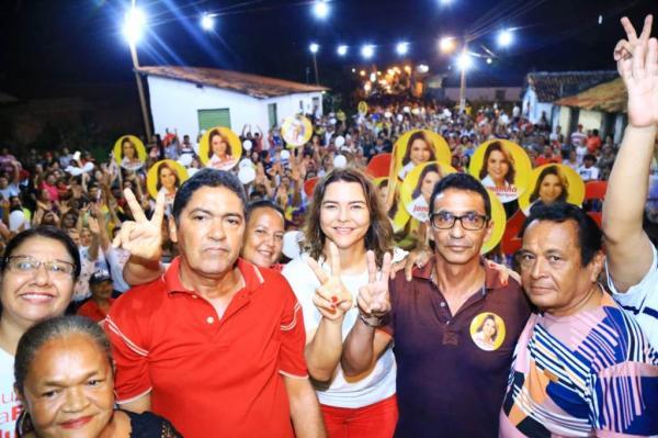 Primeira reunião política de Janaínna Marques em Luzilândia reúne multidão