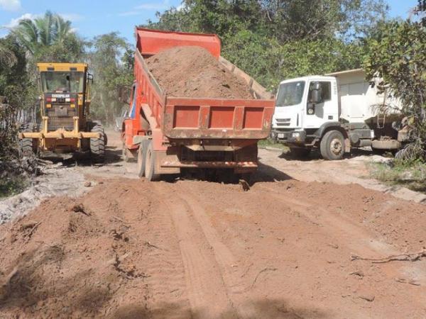 Governo de Barras PI intensifica construção de 30km de estradas vicinais na zona rural