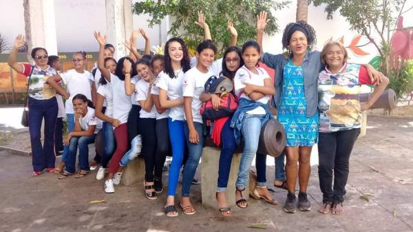 Alunos da Escola municipal Tancredo Neves visitam Teatro 4 de Setembro em Teresina PI