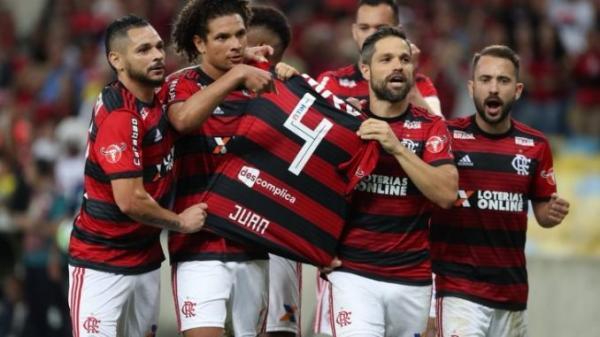 Flamengo vence a Chapecoense e espanta má fase