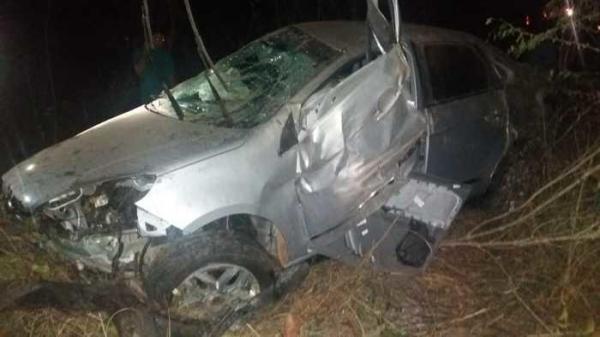 Colisão entre carro e caminhão-tanque deixa um morto na BR-316