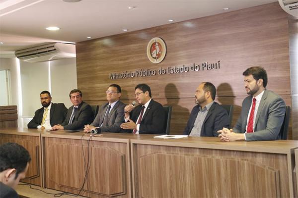 MP aplica concurso e policiais a paisana monitoram concorrentes dentro de salas