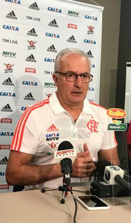Dorival se apresenta ao Flamengo e se diz pronto para