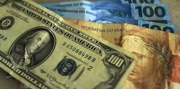 Dólar volta a subir e Bolsa cai após por falas de Bolsonaro sobre Previdência