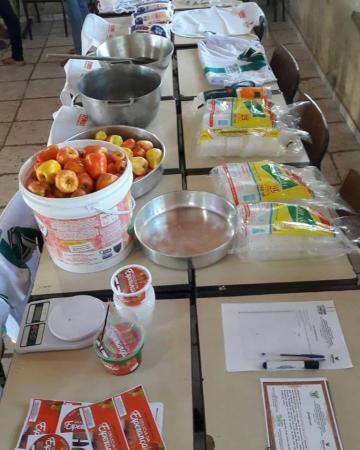 Governo de Barras PI realiza oficina de produção de doce de caju
