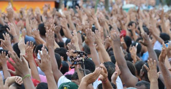 Milhares de pessoas acompanham segundo dia do Círio de Nazaré