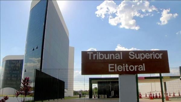 Equipes de Bolsonaro e Haddad  discutem fake news no TSE