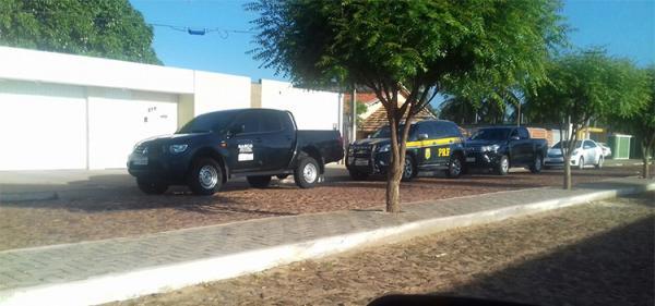 Operação Escamoteamento: Gaeco cumpre mandado em casa de prefeito