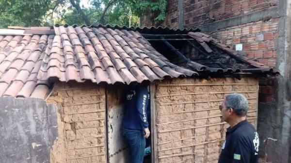 Catador de lixo morre carbonizado após fogo em sua residência