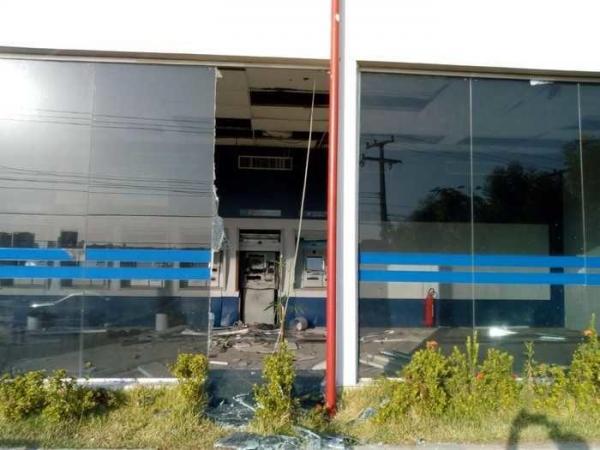 Criminosos explodem agência da Caixa Econômica no bairro Primavera