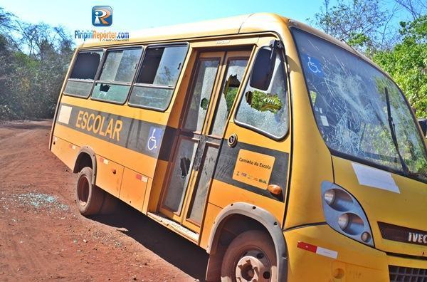 Ônibus escolar é depredado no Piauí