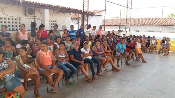 Escola municipal Tancredo Neves em Barras PI faz reunião para sensibilizar pais de alunos e comunidade
