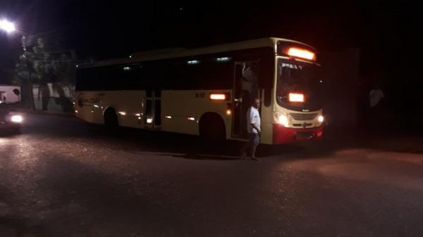 Criminosos rendem funcionários e rouba R$4 mil de empresa de ônibus