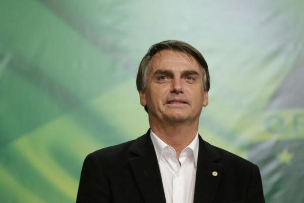 Bolsonaro diz em entrevista querer BC com meta para dólar e inflação