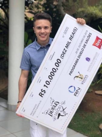 Piauiense é eleito o melhor cabeleireiro do Brasil em concurso da Record News