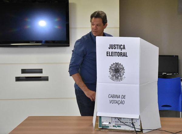 Haddad vota e se diz