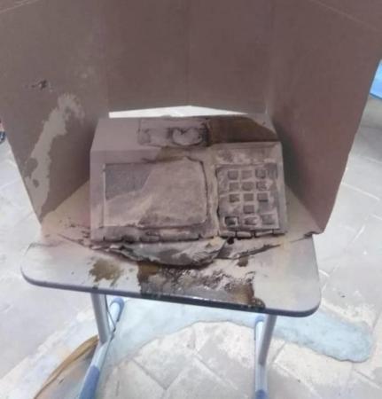 Homem ateia fogo em urna eletrônica em escola na Grande Fortaleza (CE)