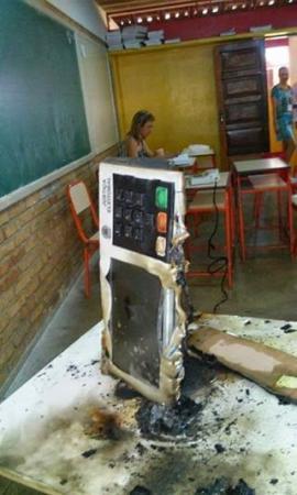 Vândalos invadem escola e destroem 10 urnas eletrônicas em Sorocaba