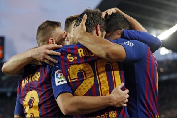 Barcelona goleia com 3 gols de Suárez e aumenta crise no Real Madrid