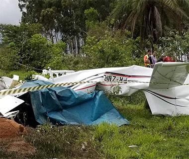 Avião de pequeno porte cai no interior de MG e cinco pessoas morrem