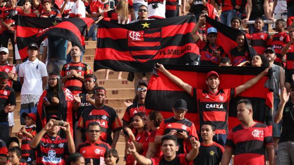 Flamengo empata com São Paulo e fica a seis pontos do líder Palmeiras