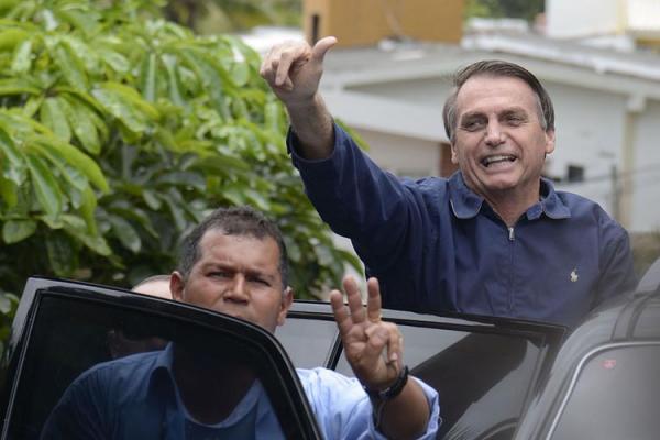 Bolsonaro participa de 1º ato como presidente eleito