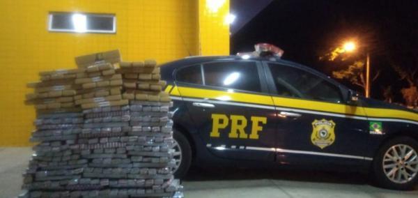 Caminhoneiro é preso com quase 300 kg de maconha