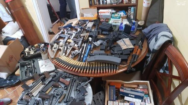 Pool de traficantes de vários estados, incluindo o RJ, comprou os fuzis apreendidos na Argentina, dizem investigadores