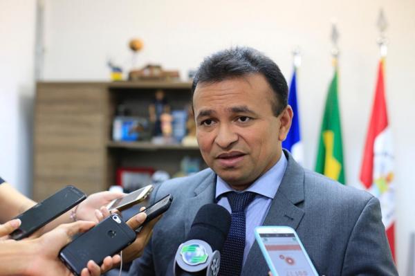 Fábio Abreu apresenta projeto que permite policiais atirarem em bandidos armados