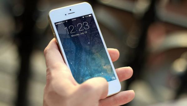 Um celular poderia durar 12 anos se sua vida não fosse encurtada de propósito