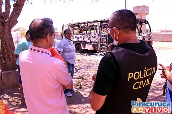 Após incêndios em ônibus, aulas são suspensas e delegado especial investigará crime