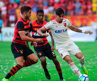 Com Paquetá expulso, Flamengo vence Sport e mantém sonho do título