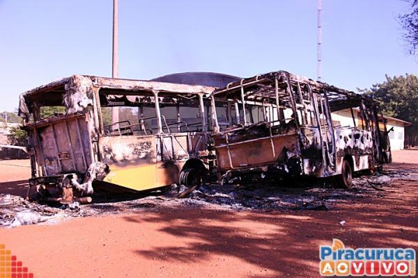 Há indícios de que incêndio nos cinco ônibus foi por