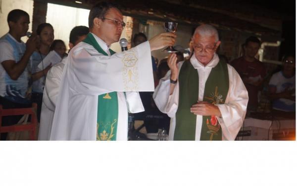 Cerimônia de traslado dos mastro é marcada por muita fé e devoção
