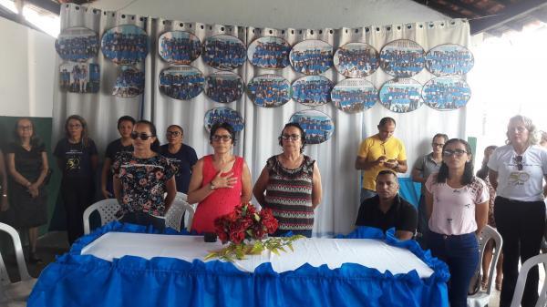 Escola Mun. Lindolfo Uchôa comemora 50 anos e realiza lançamento de Livros