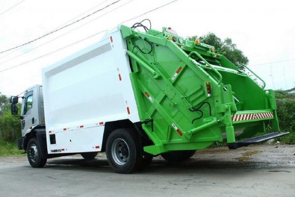 No Piauí, gari morre ao cair de caminhão coletor de lixo e ter a cabeça esmagada