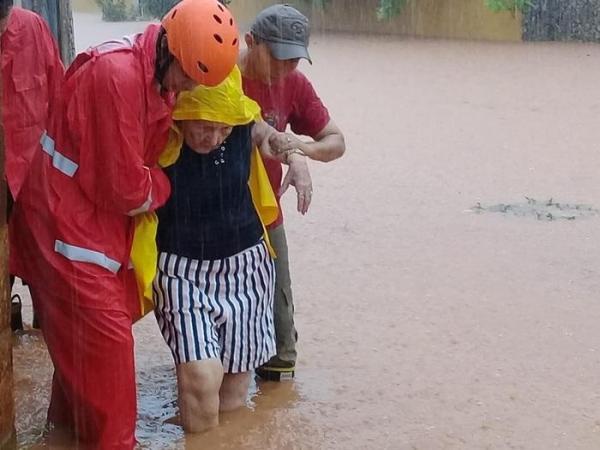 Em Picos, pessoas e animais são resgatados durante alagamento pelos Bombeiros
