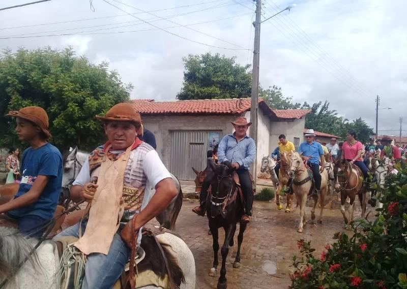 Encontro de gerações marca a tradicional procissão dos vaqueiros em Barras