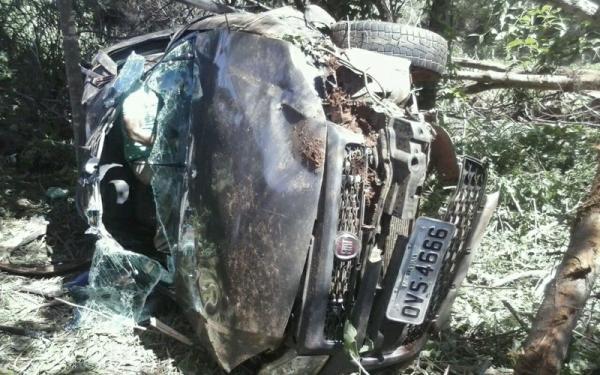 Carro capota na BR-135 e deixa família ferida em município do Piauí