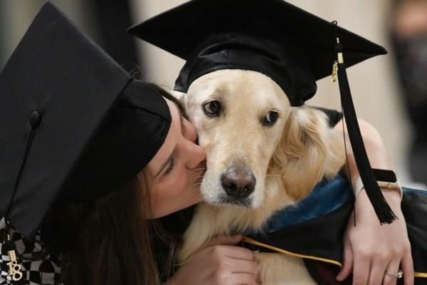 Griffin recebe seu diploma — Foto: Steve Jacobs/AP