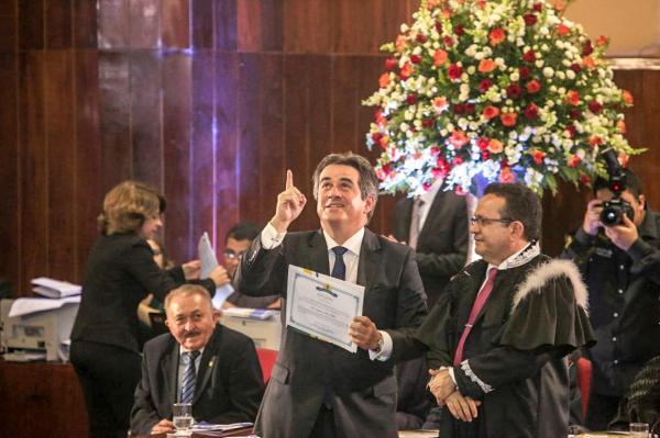Ciro Nogueira é diplomado em solenidade prestigiada