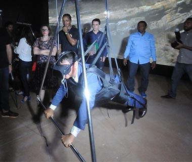 Governador testa simulador de voo e inaugura Museu da Natureza