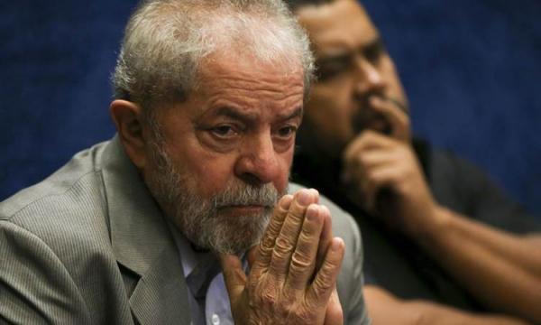 Lula pede liberdade 48 minutos após decisão