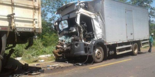 Colisão entre veículos deixa uma pessoa morta, na rodovia da morte no Sul do Piauí